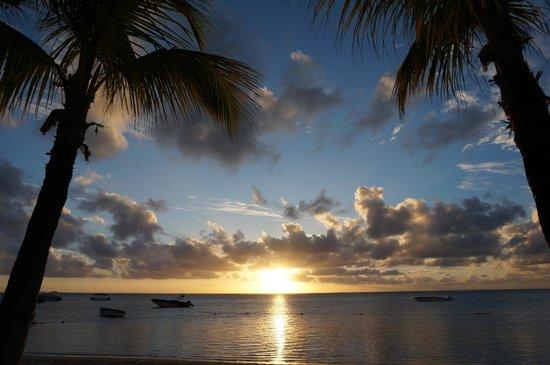 LUX* Le Morne: coucher de soleil sur la plage