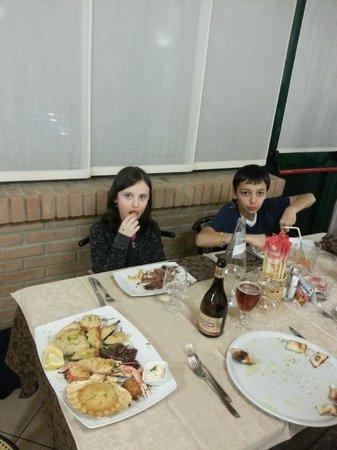 Hotel Ristorante Pizzeria Grillo Verde : bimbi