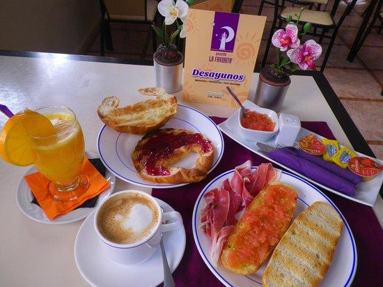 Pension La Favorita: Desayunos, hay muchos menús a elegir.