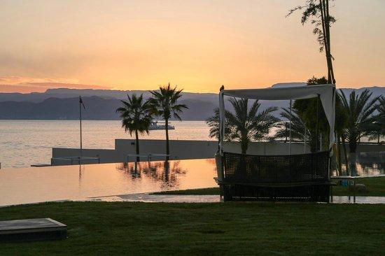 Kempinski Hotel Aqaba Red Sea: the pool and the sea