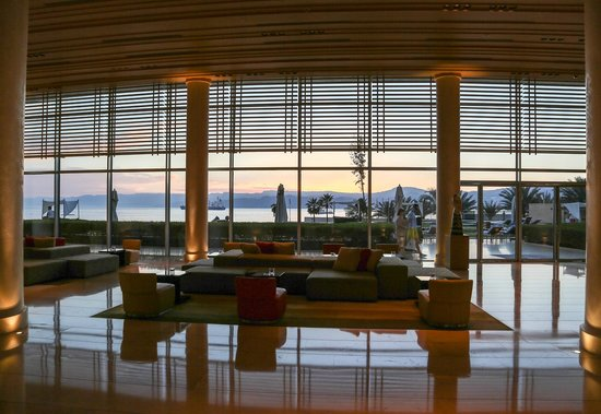 Kempinski Hotel Aqaba Red Sea : lobby with view to pool area