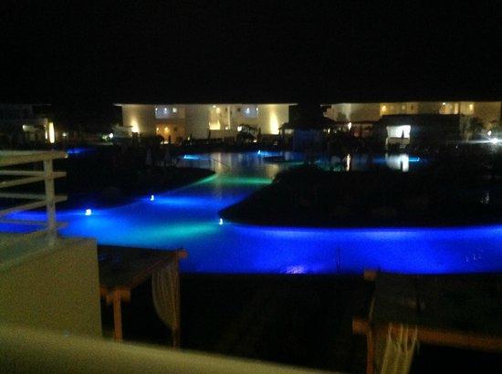 Paradisus Princesa del Mar Resort & Spa: the pool at night