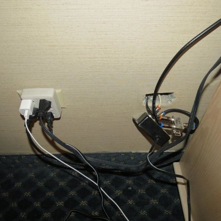 Ramada Jordan/Beacon Harbourside Resort: the dangerous wiring in our room