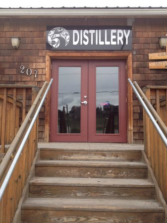 It's 5 Artisan Distillery: 207 Mission Ave, Cashmere, WA