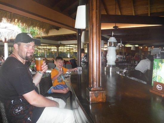 Sirenis Punta Cana Resort Casino & Aquagames: having a drink at the main bar in the lounge