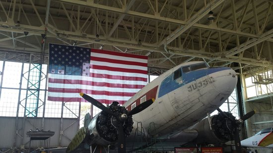 Pacific Aviation Museum Pearl Harbor : Restoring an old jet at the museum