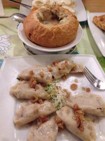 Pierogarnia U Dzika: pierogi farmerskie , zurek w chlebie