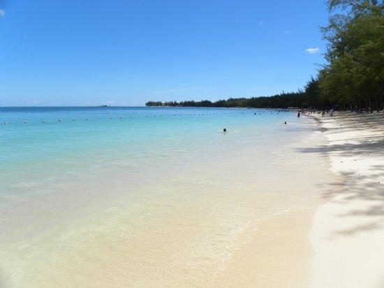 Mont Choisy Coral Azur Beach Resort : spiaggia di Mont Choisy