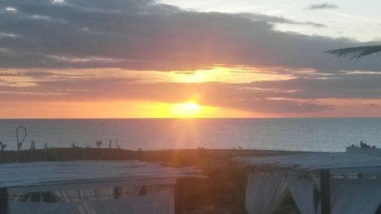 The Chili Beach Boutique Hotel & Resort: Por do sol - vista da piscina
