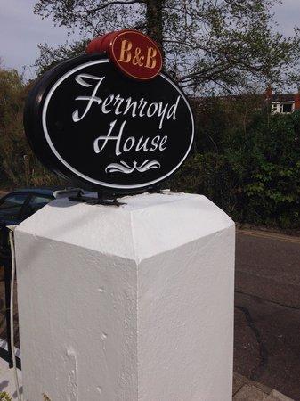 Fernroyd House B&B : The front gate.