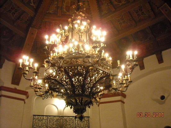 Cultural Center of Ensenada: The beautiful antique chandelier