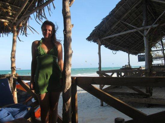 Jambos Bar and Restaurant: Ресторан на самом берегу