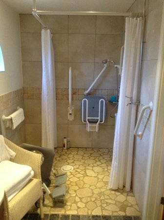 Titchwell Manor Hotel: Accessible Bathroom