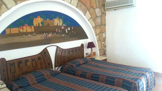 Seti Abu Simbel Lake Resort : bedroom, small but quite nice, and a good views from the verandah
