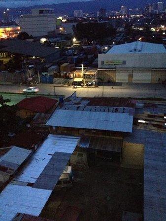 Crown Port View Hotel: Udsigt til baggården