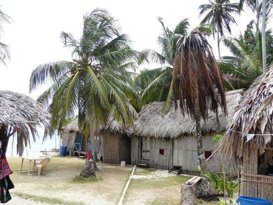 Cabanas Coco Blanco: die 2 Hütten dahinter in 2.Reihe