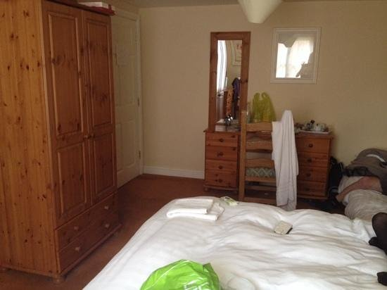 The Crown At Hopton: large bedroom