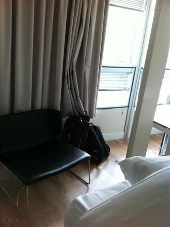 Qbic Hotel Amsterdam WTC: Room
