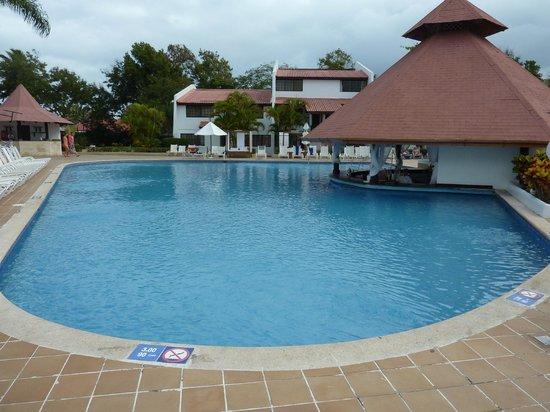 BlueBay Villas Doradas Adults Only: Swim up pool bar