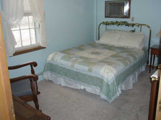 Die Heimat Country Inn: One of our small but light and airy Queen rooms - #5.  has a walk-in shower.