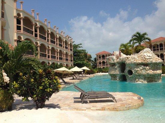 Coco Beach Resort : Jumping Rock Pool
