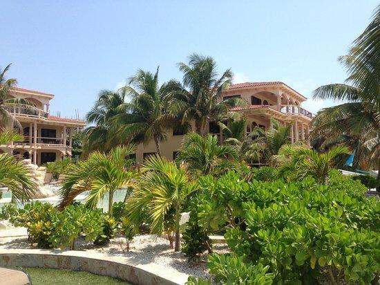 Coco Beach Resort: Grounds