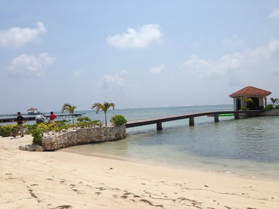 Coco Beach Resort: Another dock view.. no real swimming in ocean here
