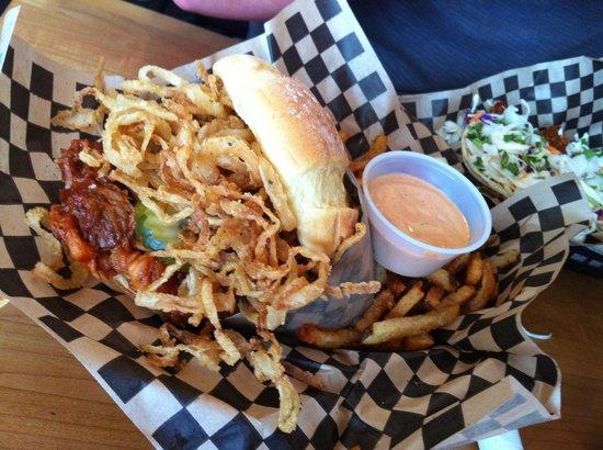 Superfly Martini Bar & Grill: Pull Pork Sandwich