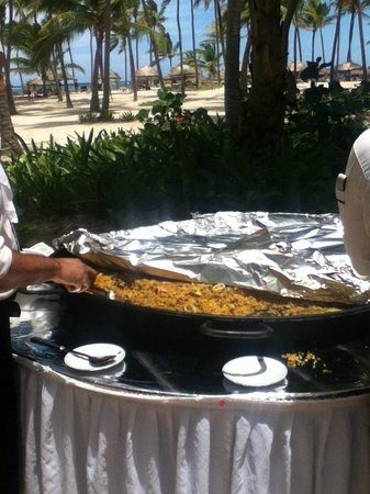 Catalonia Bavaro Beach, Casino & Golf Resort: Paella!!