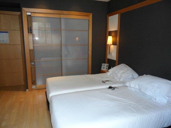 Barcelona Universal Hotel: Room 321
