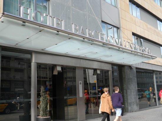 Barcelona Universal Hotel: Hotel Entrance