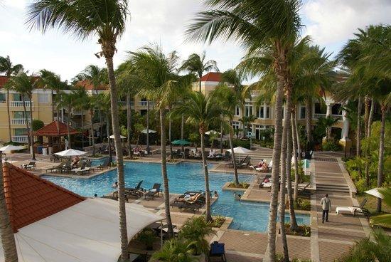 Curacao Marriott Beach Resort & Emerald Casino: Zicht vanuit een kamerraam op het zwembad