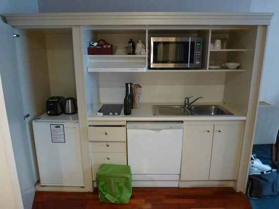 Quest Wellington : Great kitchen setup in the room