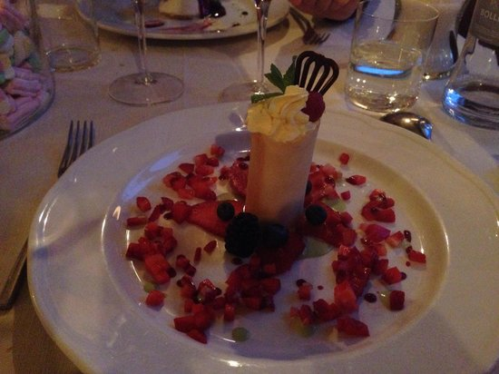 La Piazzetta: White chocolate mousse with strawberries