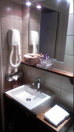 Hotel de Sevres: banheiro