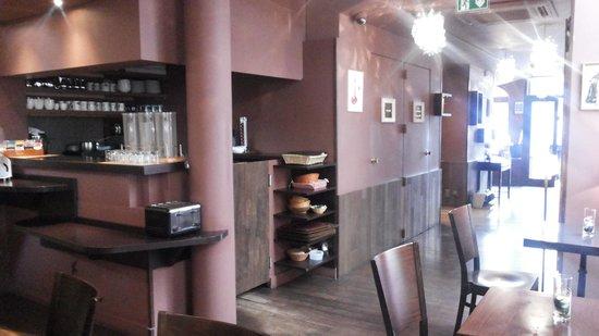 Hotel de Sevres: area de serviço para o cafe da manha