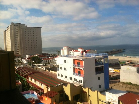 Hotel Festival Plaza: View to Rosarito Beach Hotel from Festival Plaza Hotel