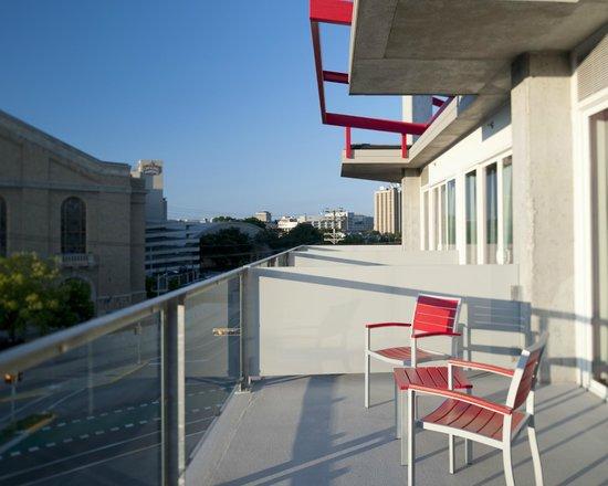 HotelRED: Terrace/Patio
