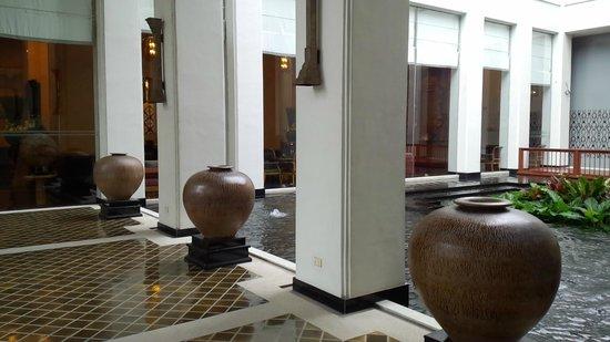 Grande Centre Point Hotel Ploenchit: アプローチ