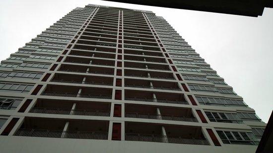 Grande Centre Point Hotel Ploenchit: 外観下から