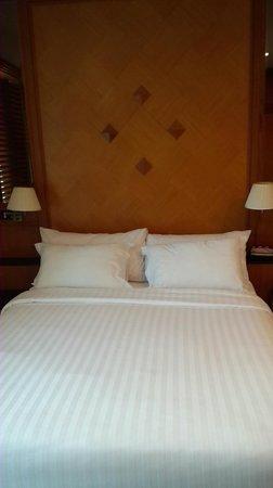 Grande Centre Point Hotel Ploenchit : ベッド