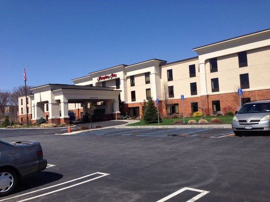Hampton Inn Harriman Woodbury: A picture from outside of the hotel