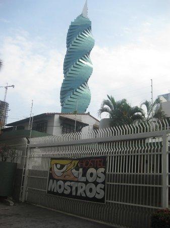 Los Mostros Hostel: front