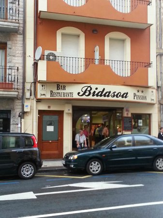 Bar Pension Restaurante Bidasoa: Front entrance - can't miss it!