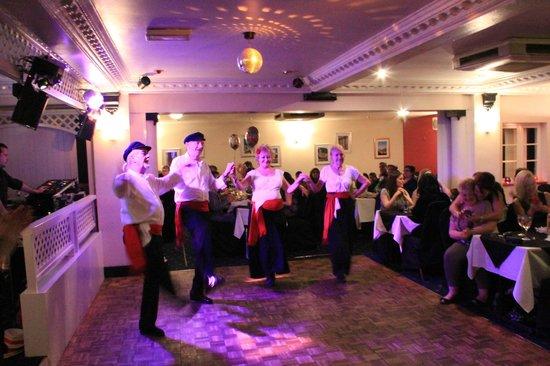 Emilios Greek Restaurant: Fit Greek dancers