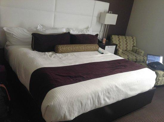 Best Western Premier Miami International Airport Hotel & Suites: bed