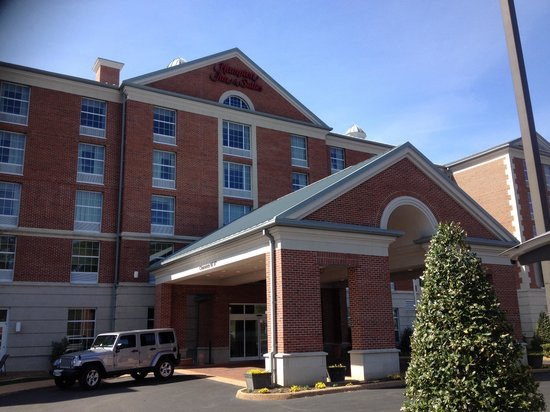 Hampton Inn & Suites By Hilton Williamsburg-Central: Outside of hotel