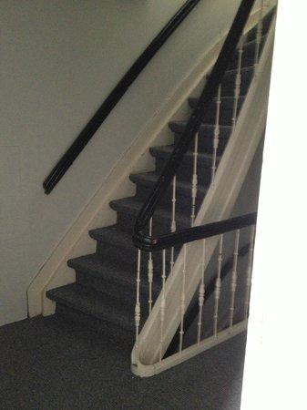 Rooms & Co B&B : meget smaller trapperne og gammel.meget farlig for små børnene