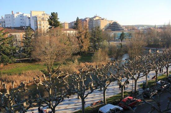 AC Hotel Burgos: El rio desde la Habitación.