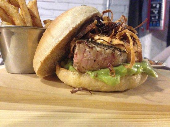 Smokey's Burger House : Hamburguesa de Atún!!